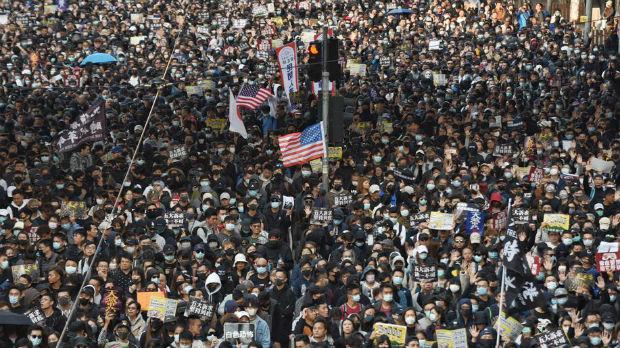 Molotovljevi kokteli na novim protestima u Hongkongu