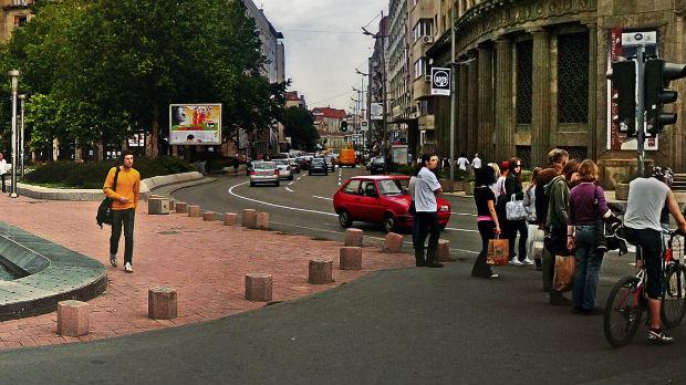 Motociklista teško povređen na Trgu Nikole Pašića