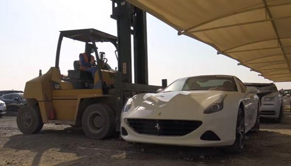 Možda i najskuplji autootpad na svetu: Uništena vozila u Dubaiju