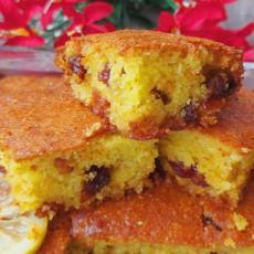 Možda izgleda kao običan, mekani kolač, ali PRELIV u koji je potopljen, daje savršenstvo ukusa! (VIDEO)