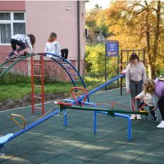 Mozzart obradovao najmlađe Vrčince igralištem u porti crkve