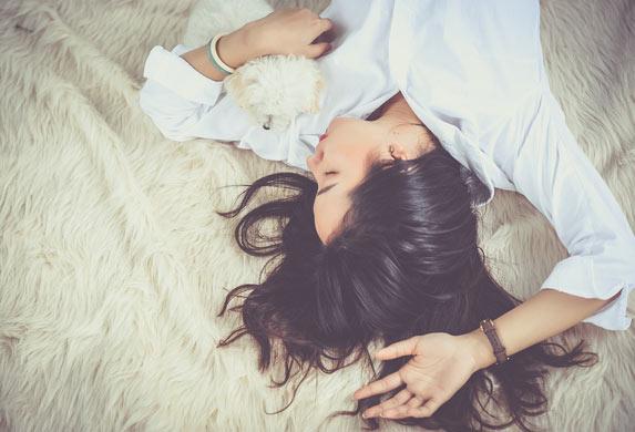 Mršavljenje tokom spavanja! Uradite ove stvari i masti će se same topiti!