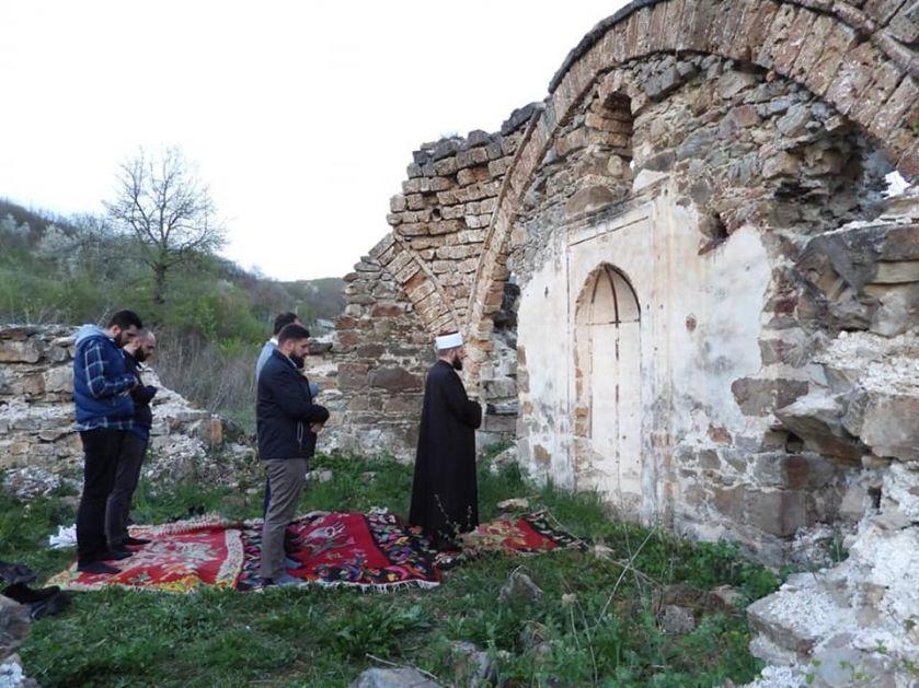 Muftija Kujević na iftaru u Radulićima na Bihoru – Naša obaveza da vakufe vratimo i obnovimo
