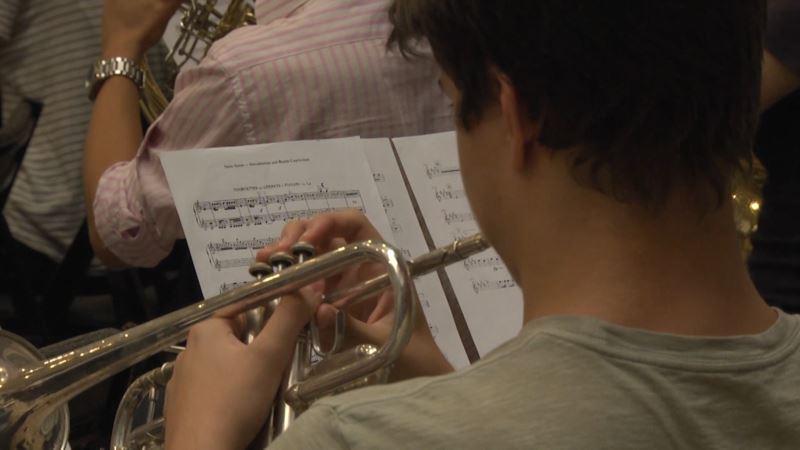 Muzičkim BUNT-om protiv poslušnog društva