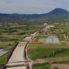 NA OVE KADROVE SMO DUGO ČEKALI! Ovako izgleda najzahtevnija deonica autoputa, konačno se vide obrisi trase Preljina-Požega! (FOTO)