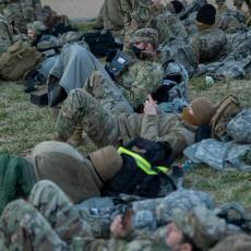 NACIONALNA GARDA IZBAČENA IZ KONGRESA: Na hiljade vojnika spava na ulici, osećaju se izdanim (FOTO/VIDEO)