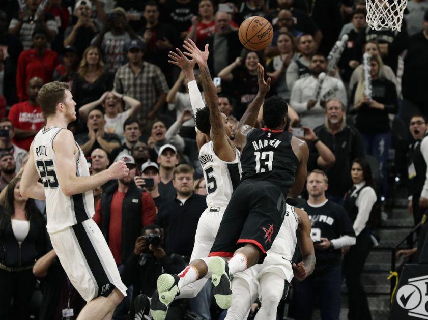 NAJBIZARNIJA SUDIJSKA GREŠKA U ISTORIJI NBA LIGE: Harden monstruozno zakucao, a evo zašto mu je PONIŠTEN koš! (VIDEO)