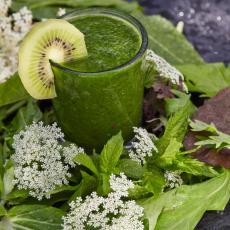 NAJBOLJA ODBRANA OD NESNOSNIH VRUĆINA: Ova hrana HLADI telo iznutra i TOPI kilograme!