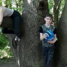 NAJJEZIVIJA FOTOGRAFIJA IKADA: Slikala svoju decu u šumi, a onda se SLEDILA OD STRAHA zbog prizora (FOTO)
