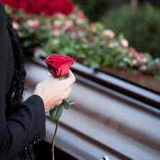 NAJPOZNATIJA POGREBNICA NA SVETU: Priprema pokojnike za sahranu i odgovara na PITANJA KOJA NAS SVE UŽASAVAJU!
