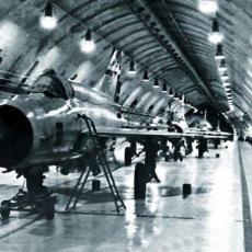 NAJSKUPLJI VOJNI OBJEKAT SFRJ MOGAO DA IZDRŽI I NUKLEARNI NAPAD: Kako je JNA u ratu srušila aerodrom Željava (FOTO/VIDEO)