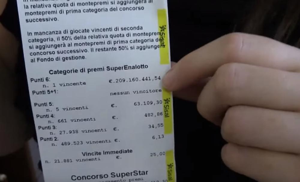 NAJVEĆI DOBITAK U ISTORIJI LUTRIJE: Srećni dobitnik kupio tiket za 2 evra, a osvojio 209 MILIONA! (VIDEO)