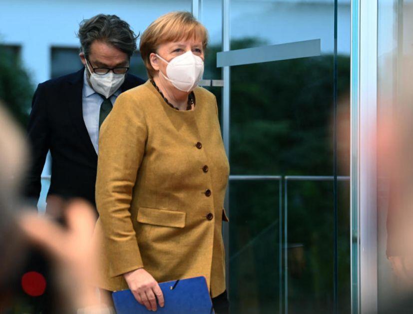NALAZIMO SE U TEŠKOJ FAZI PANDEMIJE: Merkelova zabrinuta zbog novog soja korona virusa, preti uvođenjem graničnih kontrola