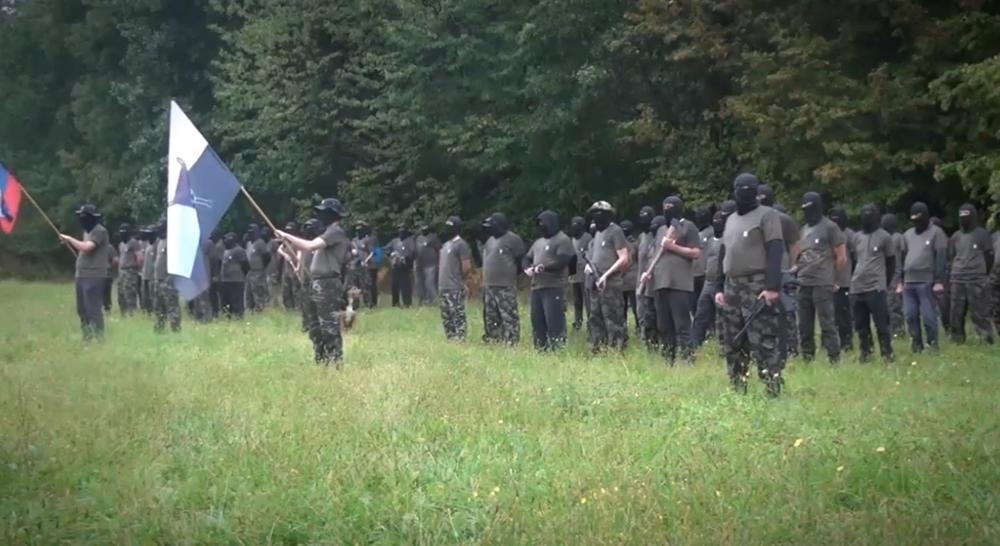 NAORUŽANI SLOVENCI SA FANTOKAMA NA GLAVI: Zašto Štajerska garda brine Boruta Pahora? (VIDEO)