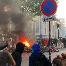 NAPETO U PARIZU, NE SMIRUJE SE SITUACIJA: Vatre, barikade, srča, suzavci... (VIDEO)