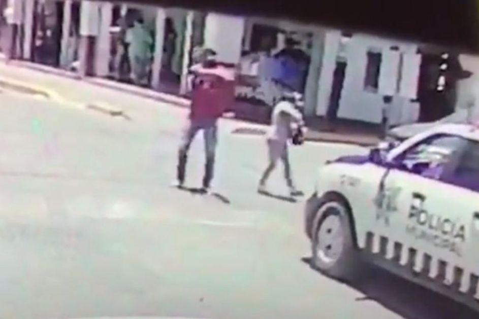NAPRAVILI SAČEKUŠU POLICIJI: Pretvarali se da su par, a onda su zapucali! Štravičan momenat u Meksiku usred bela dana
