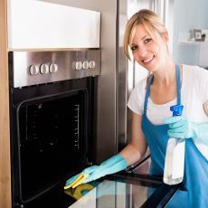 NAPRAVITE SAMI sredstvo za čišćenje staklenih vrata rerne i olakšajte sebi posao
