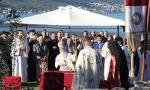 NAROD BRANI SVETINjE: Liturgija u manastiru u Prevlaci, građani poručuju da će BDETI CELE NOĆI