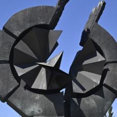 NAŠA JE OBAVEZA DA SE SEĆAMO! Položeni venci na Spomenik žrtvama genocida na Starom sajmištu (FOTO)