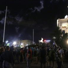 NASILNI PROTESTI U CENTRU BEOGRADA: Među demonstrantima viđeni i Zoran Lutovac i Marinika Tepić