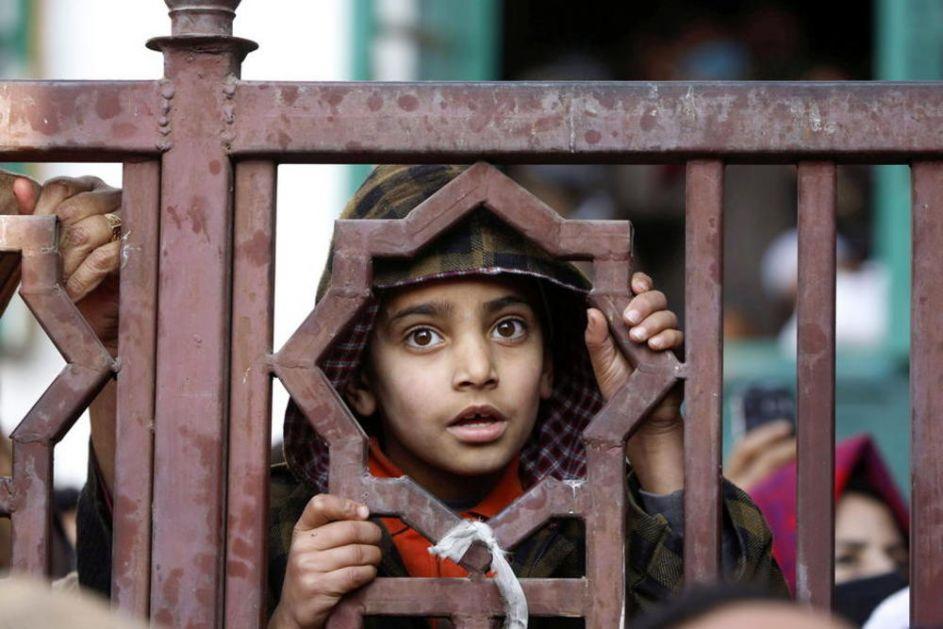 NASILNO HTEO DA PREVEDE DEVOJKU U ISLAM: U Indiji uhapšen muškarac prvi put po novom zakonu koji zabranjuje tu praksu