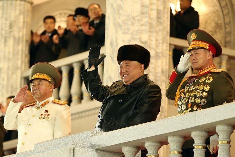 NASMEJANI KIM NA VOJNOJ PARADI U PJONGJANGU: Severna Koreja predstavila najmoćnije oružje na svetu (FOTO, VIDEO)