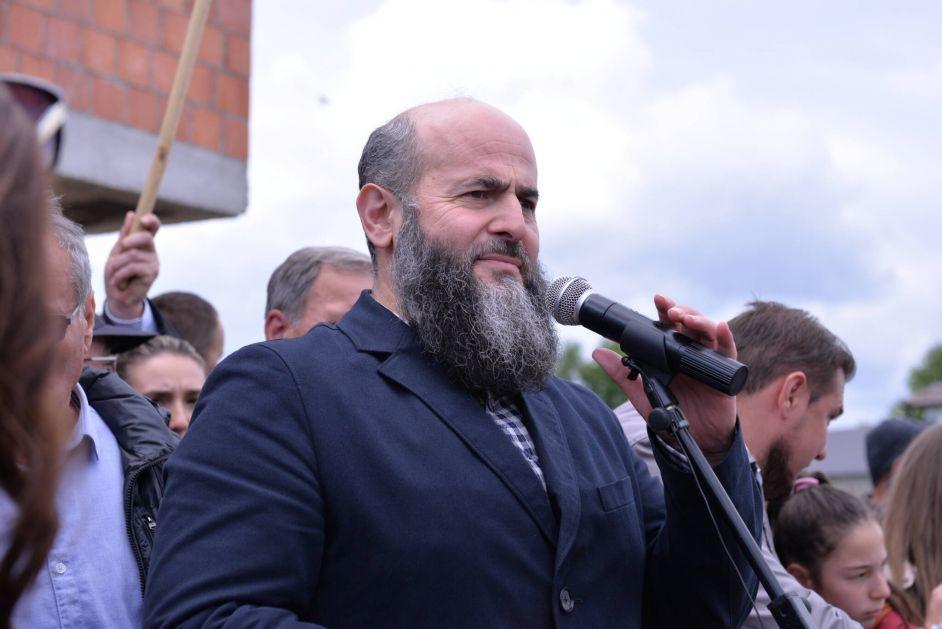 NASTAVAK ASFALTIRANJA NA PEŠTERU – Dr. Zukorlić: Nema zahvaljivanja političarima, političari da se zahvaljuju narodu!