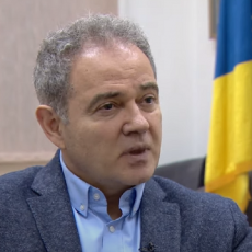 NASTAVLJA SE HAOS U DEMOKRATSKOJ STRANCI: Suspendovani tuže Lutovca!