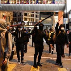 NASTAVLJA SE HAOS U HONG KONGU: Demonstranti bacali molotovljeve koktele! (VIDEO)