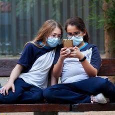 NASTAVU DIKTIRA EPIDEMIOLOŠKA SITUACIJA! Korona virus do sada imalo 1.900 đaka