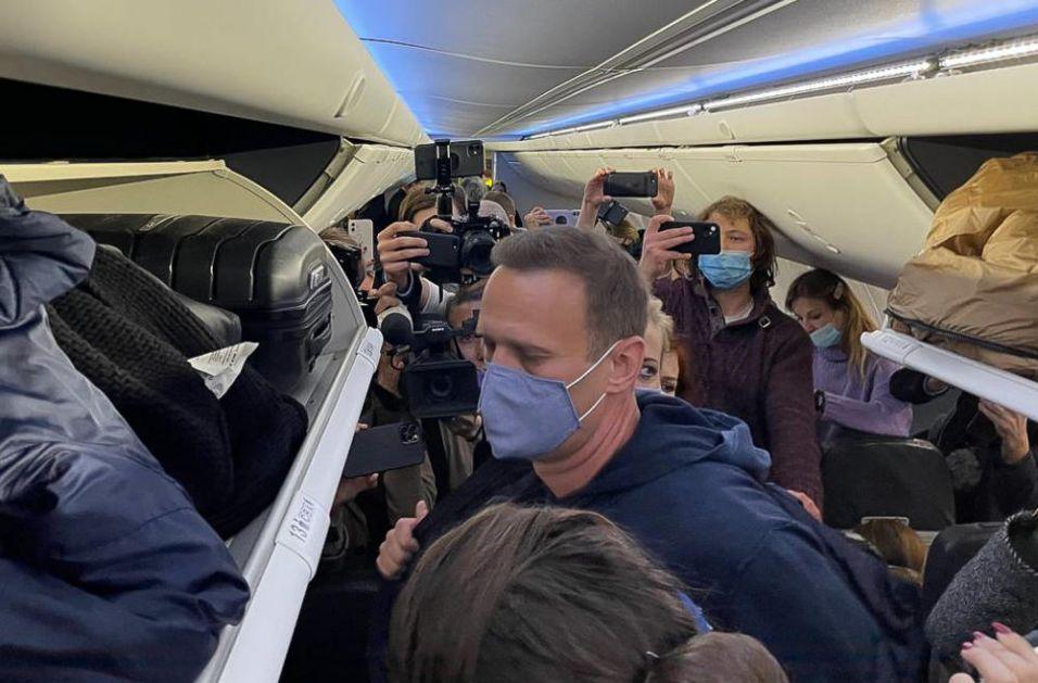 NAVALJNI PRE PRIVOĐENJA PORUČIO DA SE NE BOJI HAPŠENJA: Kritikovao je vlasti zbog preusmeravanja aviona, izvinio se putnicima