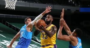 NBA: Džejms nadigrao Adetokumba, Stef Kari nije mogao sam! (VIDEO)