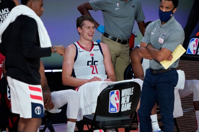 NBA suspendovao Adetokumba