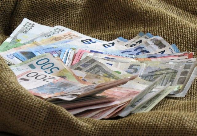 NBS obuzdava dinar