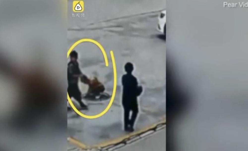 NE BACAJ PETARDE U ŠAHT: Vesela igra mladih Kineza umalo imala fatalne posledice! (VIDEO)