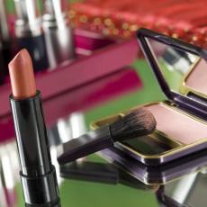 NE BACAJ šminku i kozmetiku kojoj je ISTEKAO ROK: Ovo je 6 genijalnih NAČINA kako da ih UPOTREBIŠ u kući!
