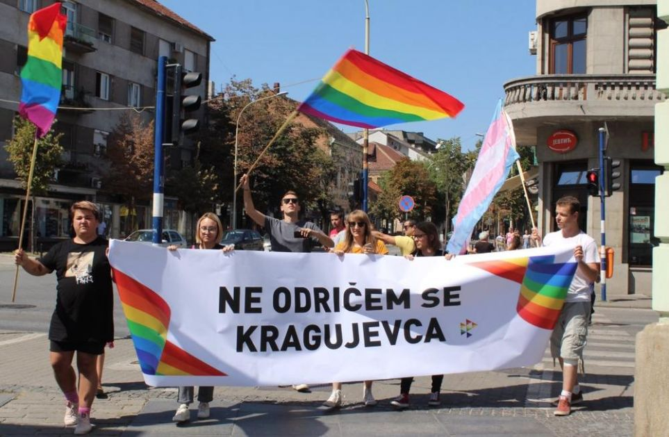 NE ODRIČU SE KRAGUJEVCA: Održana prva prajd šetnja u centru grada!