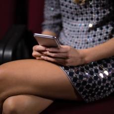 NE OSTAVLJAJTE IH NA SUNCU, NIPOŠTO! Ovo su loše navike kojima uništavamo svoje telefone!