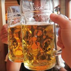 NE-VE-RI-CA: Zakonom se zabranjuje prodaja HLADNOG PIVA! Pivopije u šoku