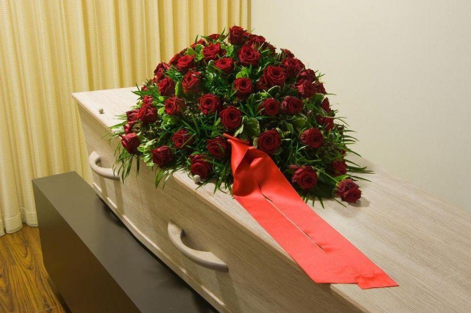 NE ŽELIM PORODICU NA SAHRANI! Žena iz Španije učinila NESVAKIDAŠNJI POTEZ, napravila listu gostiju za svoj pogreb