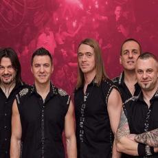 NEGDE SU POGREŠILI! Amadeus bend napravio šalu na račun korona virusa! Nasmejaćete se sigurno! (FOTO)