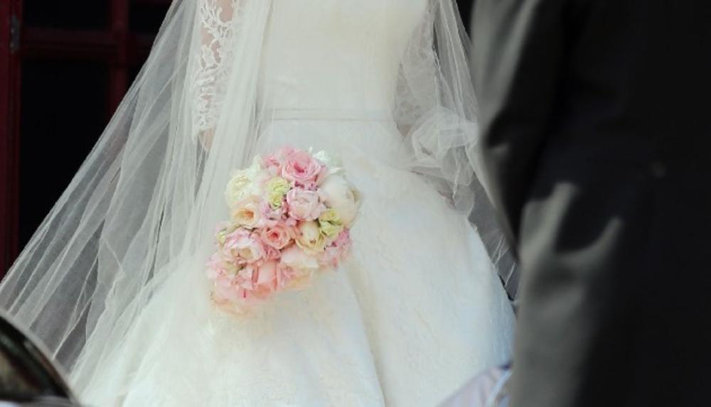 NEKAD SE ŽENILO I UDAVALO SAMO VIKENDOM: Sad mladenci štede, pa svadbe zakazuju i radnim danima! PETAK NAJTRAŽENIJI Opštinsko venčanje triput jeftinije