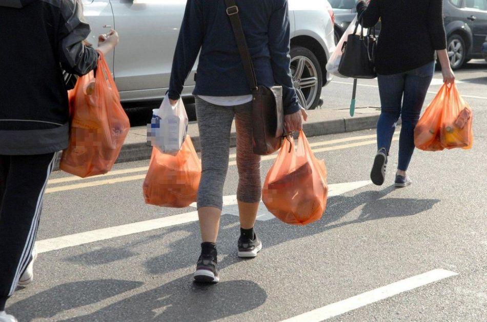 NEMAČKA ZABRANILA PLASTIČNE KESE: Izuzetak će biti one za pakovanje voća i povrća