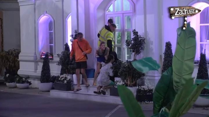NEMOJ DA VAS PREVRNEM ZAJEDNO! Toma i Mina ušli u novu svađu na samom pragu Bele kuće! (VIDEO)