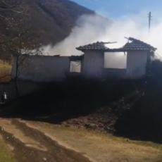 NEPOKRETNU ŽENU KOMŠIJE SPASILE IZ POŽARA: Drama u Leposaviću - u kući BUKNULA vatra (VIDEO)
