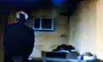 NEPOSREDNO PRED IZRUČENjE HAGU: Sloba mirno pušio i razgovarao sa stražarem