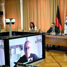 NEPRAVDA PREMA SRBIMA MOŽE SE UHVATITI GOLIM RUKAMA Vulin razgovarao danas sa poslanikom Bundestaga (FOTO)