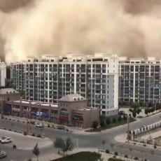 NESTVARNA SCENA U KINI: Peščana oluja progutala grad, kamere zabeležile neverovatan prizor (VIDEO)