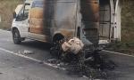 NESVAKIDAŠNjA SAOBRAĆAJKA KOD BERANA: Posle sudara izgoreli motocikl i kombi