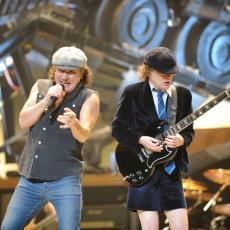 NEUNIŠTIVI! AC/DC ponovo zajedno, vest o povratku objavili u novinama (FOTO)